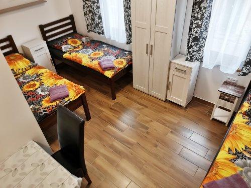 pokoj číslo 1. (3 lůžka a v patře 3 lůžka)