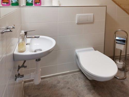pokoj číslo 3. (2 lůžka a v patře 4 lůžka) toaleta v patře