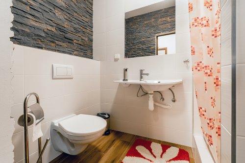 pokoj číslo 3. (2 lůžka a v patře 4 lůžka) koupelna
