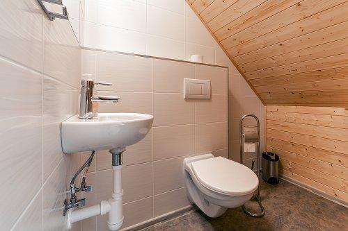 pokoj číslo 3. (3 lůžka a v patře 3 lůžka) toaleta v patře