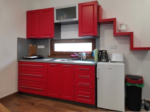 pokoj číslo 1. (3 lůžka a v patře 3 lůžka) kuchyň